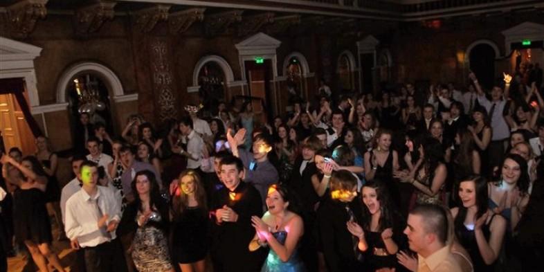 ..a prvý mládežnícky ples je za nami